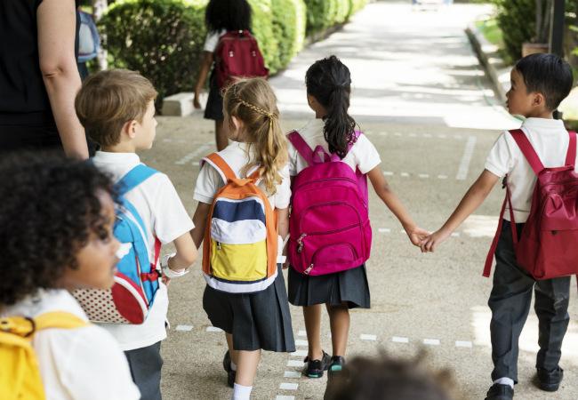 Crianças que vão a pé para a escola são mais magras