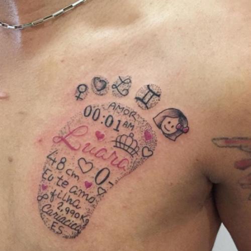 tatuagem de família e informações de nascimento